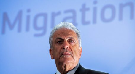 Αβραμόπουλος: «Προσωρινές συμφωνίες» μεταξύ κρατών – μελών για την υποδοχή μεταναστών