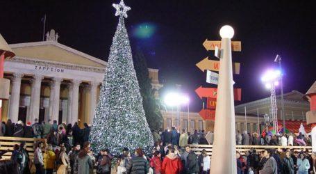 Ανάβει το χριστουγεννιάτικο δένδρο στο Σύνταγμα