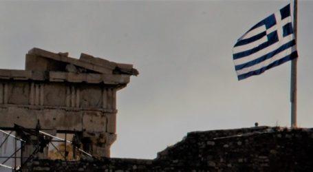 Μεσίστια η σημαία στην Ακρόπολη για τον ύστατο χαιρετισμό στον Μανώλη Γλέζο