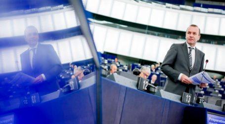 """Βέμπερ: """"Αδιανόητο"""" να συμμετάσχουν οι Βρετανοί στις ευρωεκλογές"""