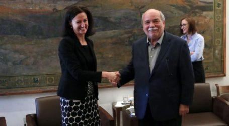 """Συνάντηση Βούτση με την πρέσβειρα της Αυστραλίας: """"Να ενώσουμε τις δυνάμεις μας για την ειρήνη στον κόσμο"""""""