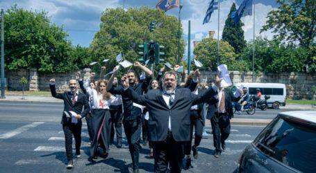 Οι «Εκκλησιάζουσες – Η λαϊκή οπερέτα» από τον Σταμάτη Κραουνάκη στο Θέατρο Δάσους