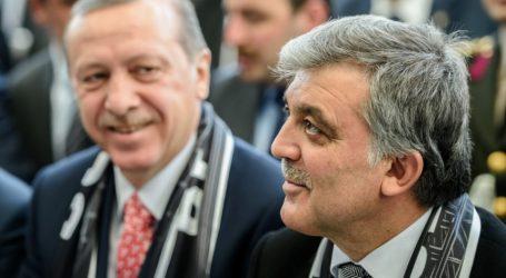 Τουρκία: Γκιούλ και Νταβούτογλου επικρίνουν την ακύρωση των δημοτικών εκλογών στην Κωνσταντινούπολη