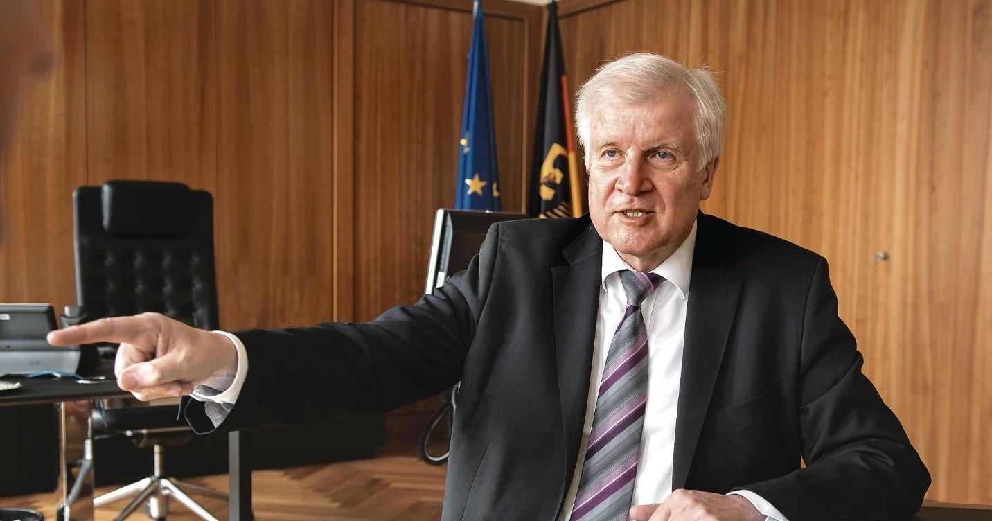 ο υπουργός Εσωτερικών της Γερμανίας Χορστ Ζεεχόφερ