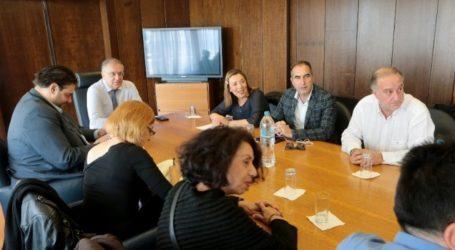 Συνάντηση Θεοδωρικάκου με ΠΟΕΣΥ με θέμα «θέσεις δημοσιογράφων στους Δήμους».