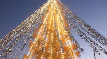 Ιαπωνία: Ρεκόρ Γκίνες για χριστουγεννιάτικο δέντρο με 51.626 κάρτες