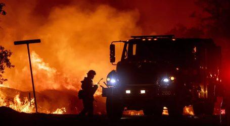Μαίνονται οι πυρκαγιές στη νότια Καλιφόρνια – 50.000 άνθρωποι εγκατέλειψαν τις εστίες τους