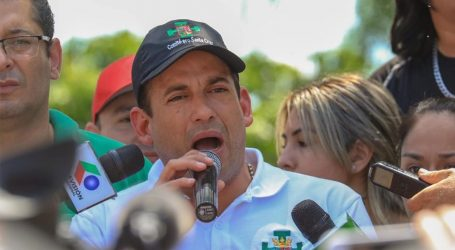 Βολιβία: Ένας εκ των ηγετών της αντιπολίτευσης αποκλείστηκε από φιλοκυβερνητικούς διαδηλωτές για 10 ώρες στο αεροδρόμιο της Λα Πας