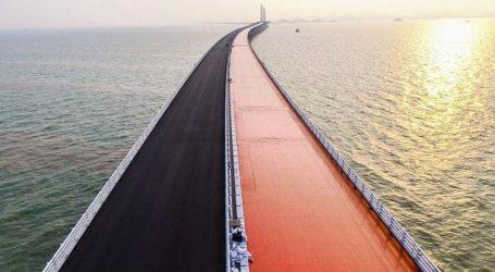 Κίνα: Παραδίδεται στην κυκλοφορία την Τετάρτη η μακρύτερη θαλάσσια γέφυρα του κόσμου