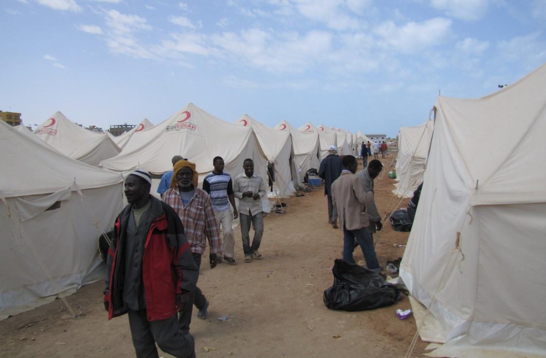 Οι αντιμαχόμενες πλευρές αναγκάζουν μετανάστες να πολεμούν στη Λιβύη