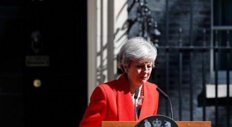 Βρετανία: Η Μέι παρατήθηκε από την αρχηγία των Τόρις – Παραμένει στην πρωθυπουργία – Τα σενάρια για το Brexit (vid)
