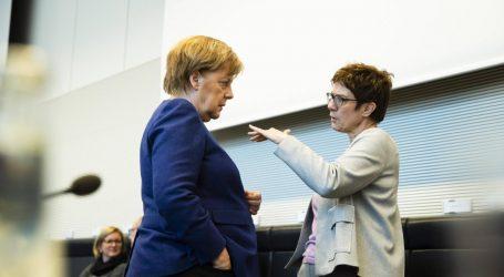 Καρενμπάουερ: «Καμία ρήξη» στη σχέση μου με τη Μέρκελ