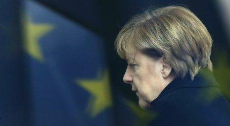 Η Μέρκελ επικρίνει τον Ζεεχόφερ για το μεταναστευτικό