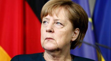 Μέρκελ: Ανοιχτή σε διάλογο, «με όποιον θέλει να συζητήσει»