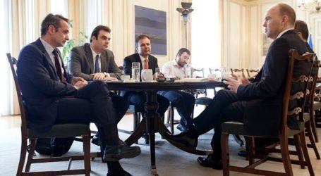 Συνάντηση Μητσοτάκη με τον διευθύνοντα σύμβουλο της Vodafone