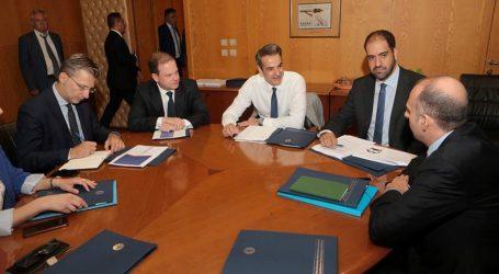 Επίσκεψη Μητσοτάκη στο υπουργείο Υποδομών και Μεταφορών