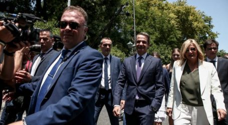 Handelsblatt: Οι ψηφοφόροι χάρισαν στον Μητσοτάκη άνετη πλειοψηφία, όχι όμως παντοδυναμία