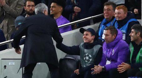 Ο Μουρίνιο καλεί τα ball-boys στο γεύμα της Τότεναμ πριν από κάθε ματς