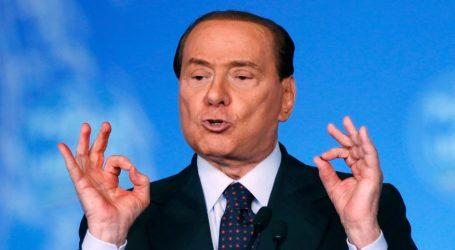 Ο Μπερλουσκόνι υπέγραψε (ξανά) «δεσμεύσεις με τους Ιταλούς»