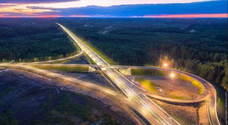 Ρωσία: Εγκαινιάστηκε ο πρώτος αυτοκινητόδρομος Μόσχας – Αγία Πετρούπολης