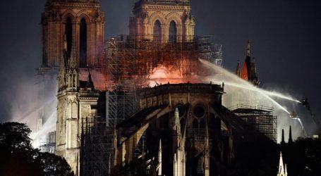 El Pais: Μετά τη φωτιά, το νερό η μεγαλύτερη απειλή για την Παναγία των Παρισίων