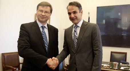 Παρέμβαση Μητσοτάκη για το χρέος στη συνάντηση με τον Ντομπρόβσκις