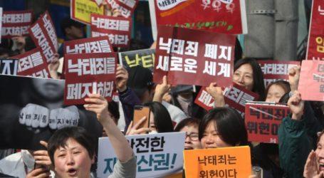 Ν. Κορέα: Αντισυνταγματικός ο νόμος που ποινικοποιεί την άμβλωση