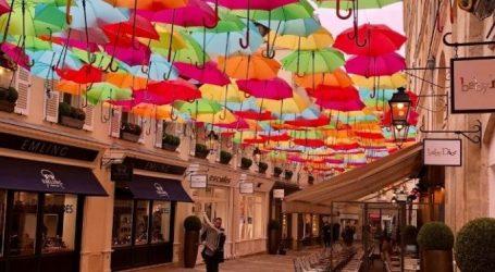 Παρίσι: Ουρανός από ομπρέλες στο Le Village Royal