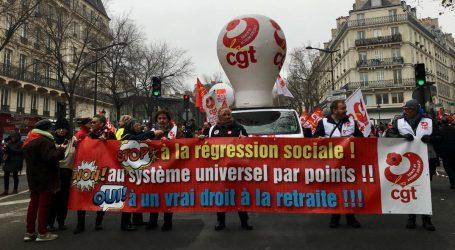 Γαλλία: Επεισόδια και δακρυγόνα στη διαδήλωση κατά του νέου συνταξιοδοτικού