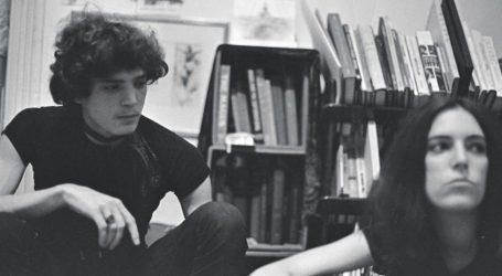 Ο Λόιντ Ζιφ φωτογραφίζει το νεαρό ζευγάρι Ρόμπερτ Μέιπλθορπ – Πάτι Σμιθ (pics)