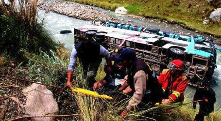 Περού: Τουλάχιστον 25 νεκροί από πτώση λεωφορείου σε χαράδρα