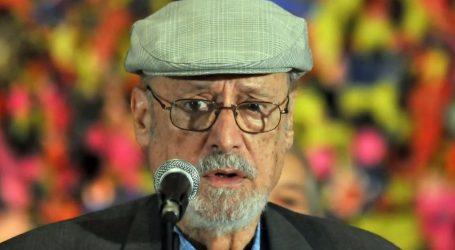 Πέθανε ο Κουβανός ποιητής Ρομπέρτο Φερνάντες Ρεταμάρ