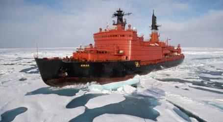 Ρωσικό παγοθραυστικό με 33 επιβαίνοντες εξέπεμψε σήμα κινδύνου