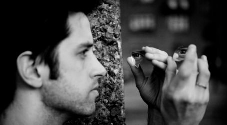 Ο Σίμον Στιν-Άντερσεν με τη «Σκηνοθετημένη νύχτα» του στη Στέγη