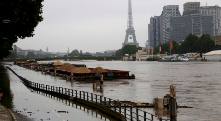 Παρίσι: Σχεδόν 1.500 άνθρωποι απομακρύνθηκαν από τα σπίτια τους λόγω της υπερχείλισης του Σηκουάνα