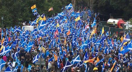 Σκωτία: Στους δρόμους υπέρ της ανεξαρτησίας χιλιάδες κόσμου (vid)