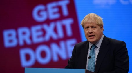 Times: Ο Τζόνσον εγκαταλείπει την απειλή για «άτακτο» Brexit