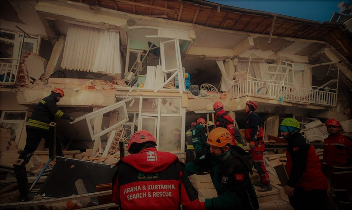 [UPD] Τουρκία: Αυξάνεται ο αριθμός των νεκρών από το σεισμό 6,8 Ρίχτερ