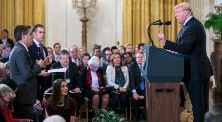 Το CNN κατέθεσε αγωγή κατά του Λευκού Οίκου για την ανάκληση της διαπίστευσης του Τζιμ Ακόστα