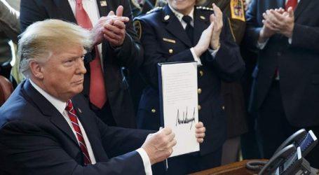 ΗΠΑ: Ο Τραμπ υπέγραψε το βέτο που μπλοκάρει το ψήφισμα του Κογκρέσου για τη χρηματοδότηση του τείχους