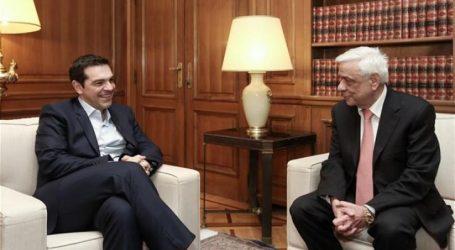 Στις 2 το μεσημέρι ο Αλέξης Τσίπρας ενημερώνει τον Παυλόπουλο για το eurogroup