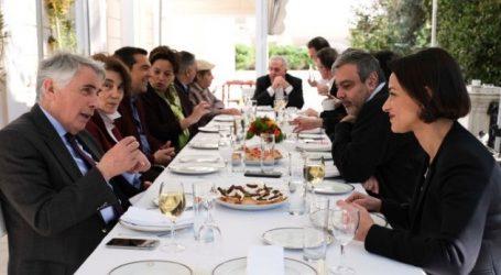 Συνάντηση Τσίπρα με τους νέους υποψήφιους ευρωβουλευτές του ΣΥΡΙΖΑ