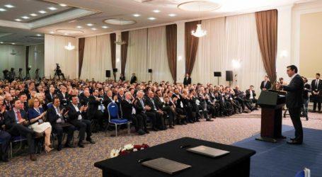 Τσίπρας στο επιχειρηματικό φόρουμ Ελλάδας – Β. Μακεδονίας: Ανοίγουμε το δρόμο για ένα μέλλον συνανάπτυξης (vid)