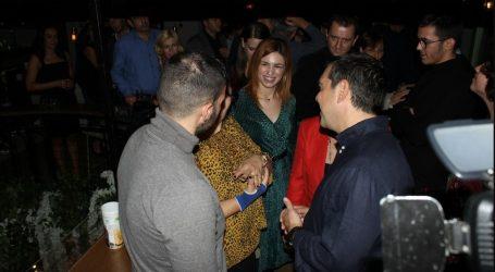 Για ποτό με νέους της πόλης ο Τσίπρας χθες βράδυ στην Κοζάνη