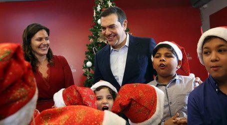 Παιδιά από το Πρότυπο Εθνικό Νηπιοτροφείο και την Παλαιστινιακή Παροικία είπαν τα κάλαντα στον Τσίπρα