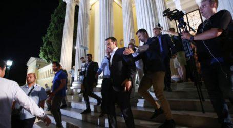 DPA: Οι Έλληνες ψηφοφόροι έδειξαν ηχηρά την πόρτα στον Τσίπρα