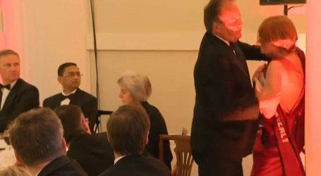 Βρετανία: Σε διαθεσιμότητα ο υφυπουργός Εξωτερικών που επιτέθηκε σε ακτιβίστρια της Greenpeace (vid)