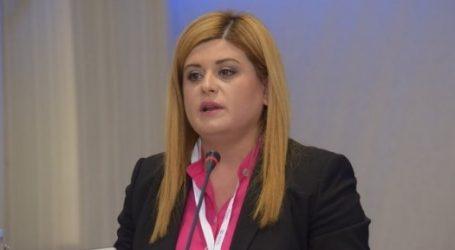 Θεσσαλονίκη: Αποχώρησε η υπουργός Μακεδονίας-Θράκης από επετειακή εκδήλωση για τα 20 χρόνια του Παπαγεωργίου – Καταγγέλλει τραμπουκισμούς της ΝΔ