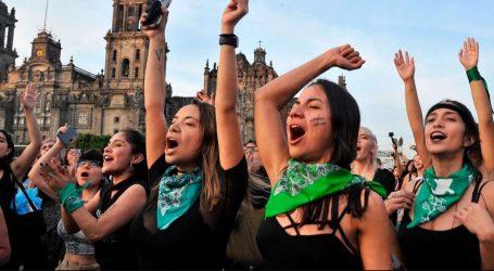 «Ο βιαστής είσαι εσύ»: Χιλιάδες γυναίκες διαδήλωσαν εναντίον των βιασμών στη Χιλή (vid)