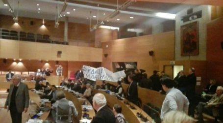 Εισβολή χρυσαυγιτών τραμπούκων στη συνεδρίαση του Δημοτικό Συμβούλιο Θεσσαλονίκης